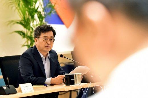 [머니S포토] 김동연 부총리, '혁신성장' 모두발언