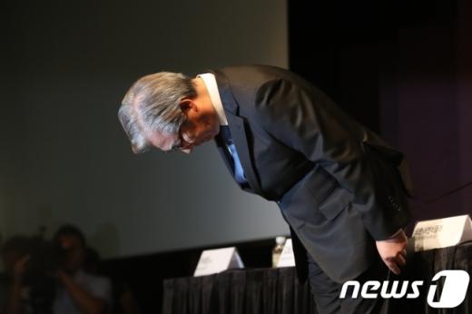 고개 숙인 김효준 회장. /사진=뉴스1 박세연 기자