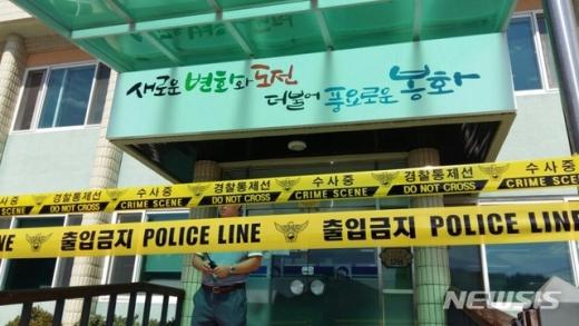 21일 오전 9시15분께 경북 봉화군 소천면사무소에 80대 노인이 침입해 엽총을 발사, 주민과 공무원 등 3명이 크게 다쳤다. /사진=뉴시스