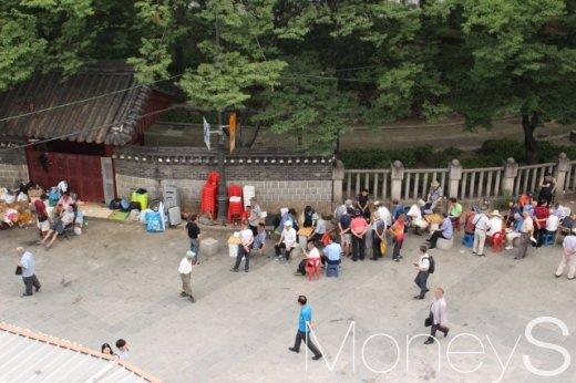 지난 17일 찾은 탑골공원 후문광장(서북광장). 북문은 공원 관리를 이유로 오래전 폐쇄됐다. /사진=박정웅 기자