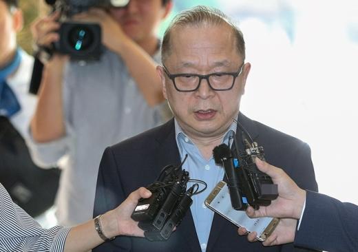 이재환 CJ파워캐스트 대표가 서울 서대문구 경찰청에 피의자 신분으로 출석하고 있다. /사진=뉴스1 신웅수 기자