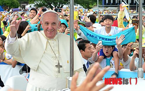 지난 2014년 8월 한국을 방문한 프란치스코 교황./사진=뉴시스