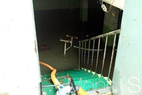 지난 27일 광주에 시간당 70㎜ 이상의 기록적인 폭우가 쏟아져 남구 백운광장 인근 숙박업소 지하가 물에 감겼다. /사진=홍기철 기자