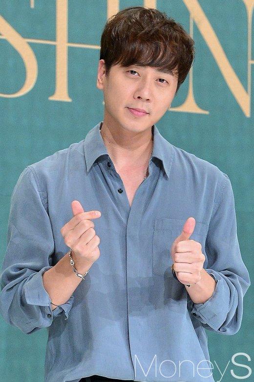 [머니S포토] 신화 앤디, '여전히 그룹 내 막내라고?'