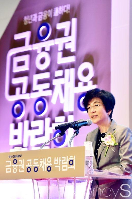 [머니S포토] 개막식 축사 전하는 김영주 장관