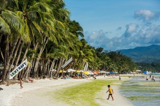 '폐쇄' 보라카이 섬… 새 단장 후 10월26일 재개장