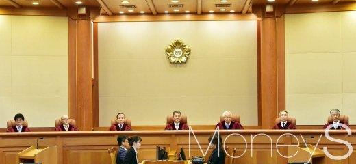 [머니S포토] '양승태 과거사 판결' 위헌 결정할까