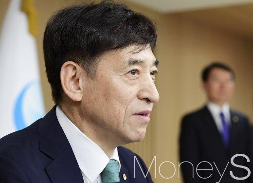 [머니S포토] 금통위 회의, 기준금리 발언하는 이주열 총재