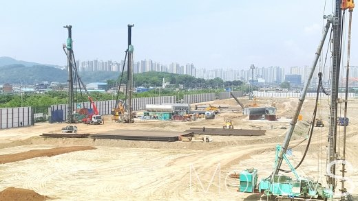 김포도시철도 인근의 한 아파트 건설 현장. /사진=김창성 기자