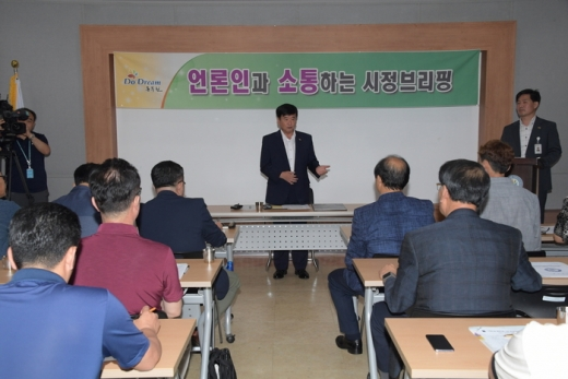 ▲ 최용덕 동두천시장은 9월 언론인과 소통하는 시정브리핑을 개최하였다. /사진제공=동두천시