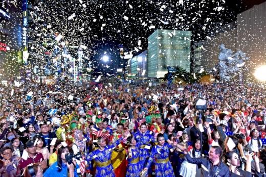 천안흥타령춤축제를 즐기는 시민들. /사진=대한민국 구석구석 행복여행 캡처(천안문화재단 축제기획팀 제공)