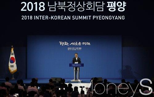 [머니S포토] 윤영찬 수석, 남북정상회담 첫날 브리핑