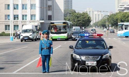 [머니S포토] 북한의 경찰은 어떤 모습?