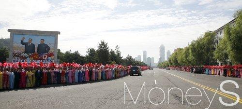 [머니S포토] 시원하게 뻗은 평양 시내 도로