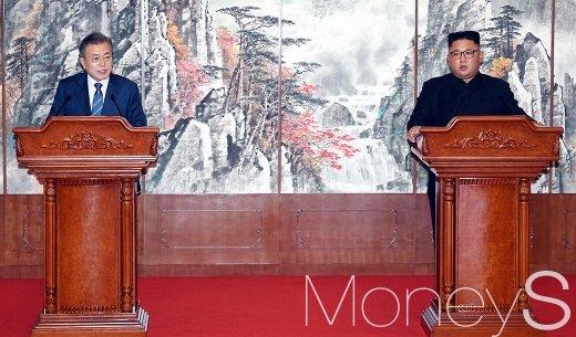 [머니S포토] 평양공동선언 합의문 발표하는 남북 정상