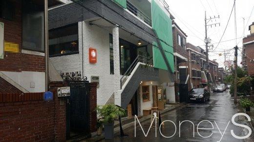 다세대 주택에 있는 한 음식점. /사진=김창성 기자