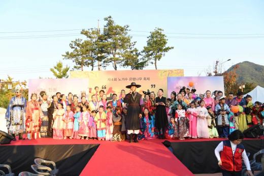 ▲ 김상호 하남시장 백제복식 패션무대 '워킹'. / 사진제공=하남시