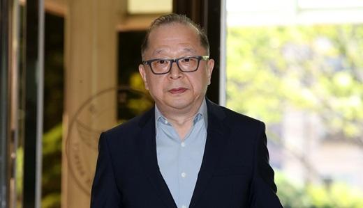 회삿돈을 유용한 혐의를 받는 이재환 CJ파워캐스트 대표가 지난 8월17일 피의자 신분으로 경찰조사를 받기 위해 서울 서대문구 경찰청에 들어서고 있는 모습. /사진=뉴시스