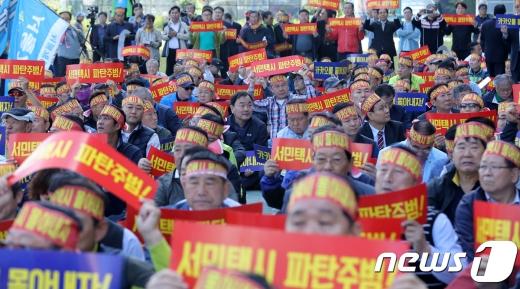 지난 4일 경기도 성남시 분당구 판교역 앞에서 열린 카카오 모빌리티 규탄 집회./사진=뉴스1