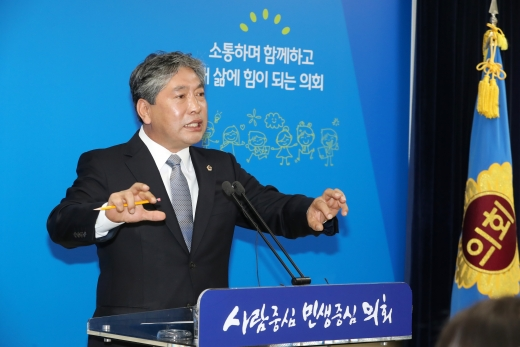▲ 송한준 경기도의회 의장, 취임 100일 기자회견. / 사진제공=경기도의회