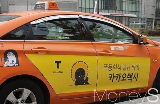 전국 주요 택시 단체들은 18일 서울 광화문광장으로 집결해 카카오의 카풀영업행위를 반대하기 위해 개최되는 '택시생존권 사수결의 전국대회'를 연다. /사진=류은혁 기자