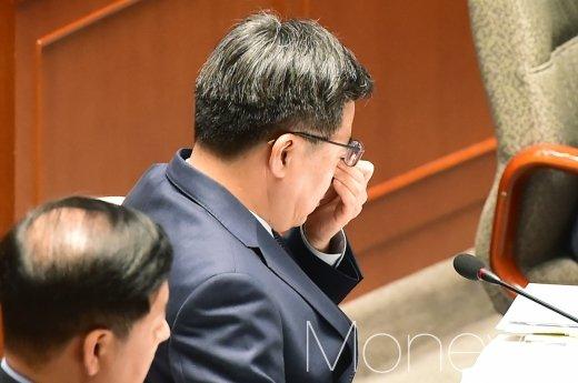 [머니S포토] 피곤한 기색 보이는 김동연 부총리