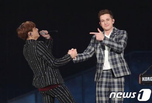 방탄소년단(BTS) 정국, 찰리 푸스가 6일 오후 인천 남동 체육관에서 열린 '2018 MGA(MBC플러스 X 지니뮤직 어워드)'에 참석해 화려한 합동 공연을 선보이고 있다./사진=뉴스1