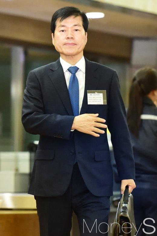 [머니S포토] 증선위 회의 참석하는 김태한 삼바 사장