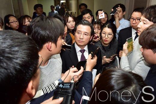 [머니S포토] 질문 받는 김용범 증선위원장
