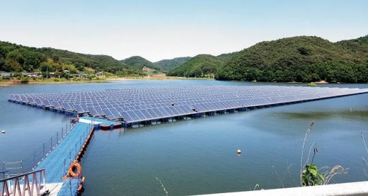 전남 나주 대도저수지에 설치된 수상태양광 발전단지 / 사진=한국농어촌공사