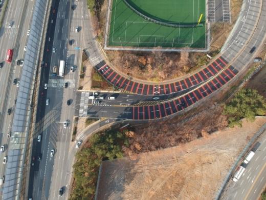 교통체계 개선 공사를 마친 보라횡단삼거리. /사진제공=용인시
