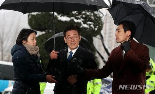 '친형 강제입원 의혹'을 받는 이재명 경기지사가 지난 24일 오전 경기 성남시 수원지방검찰청 성남지청에 출석했다./사진=뉴시스