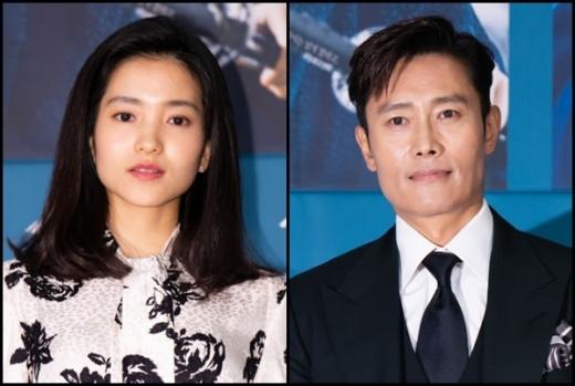 '드라마 '미스터션사인'의 두 주인공 이병헌과 김태리 /사진=tvN 제공