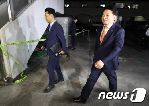 사전선거운동 의혹을 받는 원희룡 제주지사가 지난 9월27일 오후 서귀포경찰서에 피의자 신분으로 출석했다./사진=뉴스1