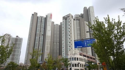 호수 조망이 가능한 수원 광교신도시의 한 오피스텔. /사진=김창성 기자