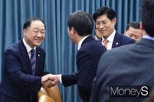 [머니S포토] 홍남기, 취임이후 첫 경제장관회의