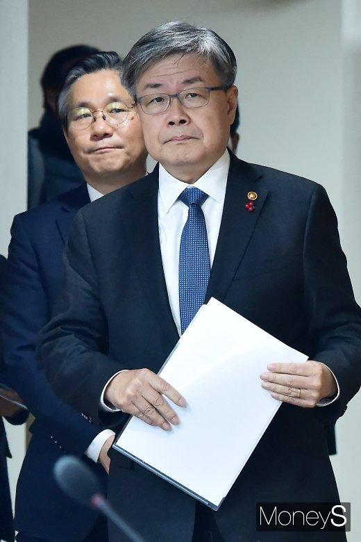 [머니S포토] 태안화력발전 사고, 합동브리핑 참석한 이재갑-성윤모