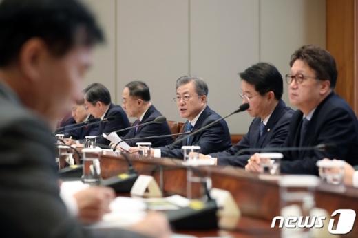 문재인 대통령이 23일 오후 청와대 본관 집현실에서 열린 '공정경제 추진전략 회의'를 주재하고 있다./사진=뉴스1(청와대 제공)