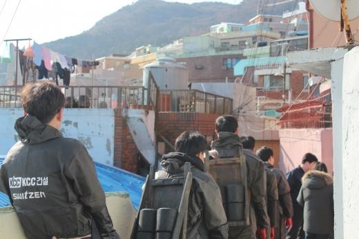 KCC건설이 24~25일 부산에서 연탄 4만장을 배달하는 봉사활동을 진행한다. /사진=KCC건설