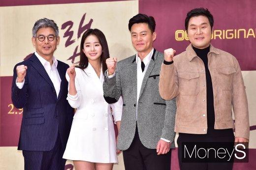 [머니S포토] 성동일-임화영-이서진-윤경호 '트랩 파이팅!'