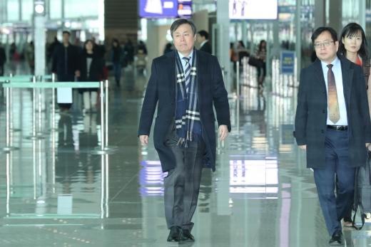 지난 13일 인천공항에서 스위스로 출국하는 도종환 문화제��관광부 장관. /사진=뉴시스 이윤청 기자
