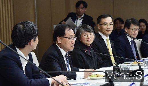 [머니S포토] 과기장관회의, 입 뗀 유영민 장관