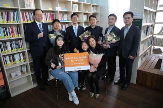 한화건설이 '2018 꿈에그린 도서나눔 캠페인' 기부왕 시상식을 개최했다. /사진=한화건설