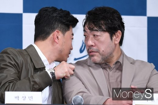 [머니S포토] 박상민·이원종 '비밀 얘기'