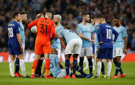 지난 25일(한국시간) 영국 런던 웸블리 스타디움에서 열린 2018-2019시즌 카라바오컵(리그컵) 결승전에서 부상을 당한 맨체스터 시티의 핵심 미드필더 페르난지뉴. /사진=로이터