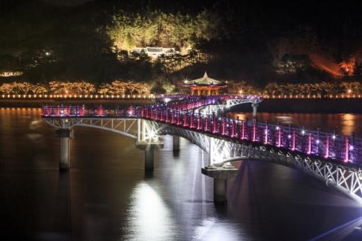 월영교 야경. /사진=한국관광공사