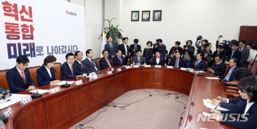 읍참마속. 지난 6일 국회에서 열린 자유한국당 대표 및 최고위원·중진의원 연석회의에서 황교안 대표가 발언하고 있다. /사진=뉴시스