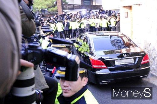 [머니S포토] 광주 법정으로 향하는 전두환 차량