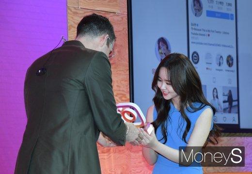 [머니S포토] 김소현 'SNS 스타상 받았어요'