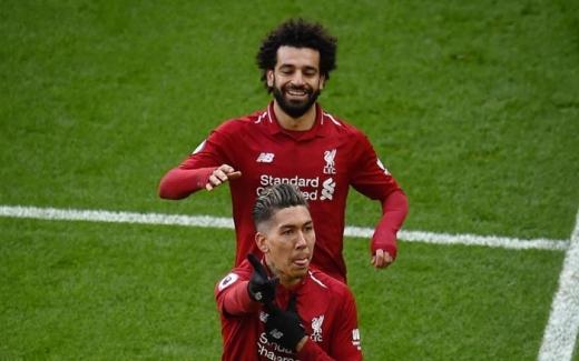 모하메드 살라가 동점골을 성공시킨 호베르투 피르미누를 축하하고 있다. /사진=리버풀 인스타그램